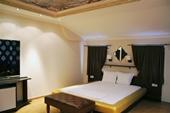 Хотел Allur
